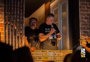 """Marek iTomek w""""papieskim"""" oknie. Tomek wysyła dorzutnika sms otreści """"następny slajd proszę"""" ;)"""