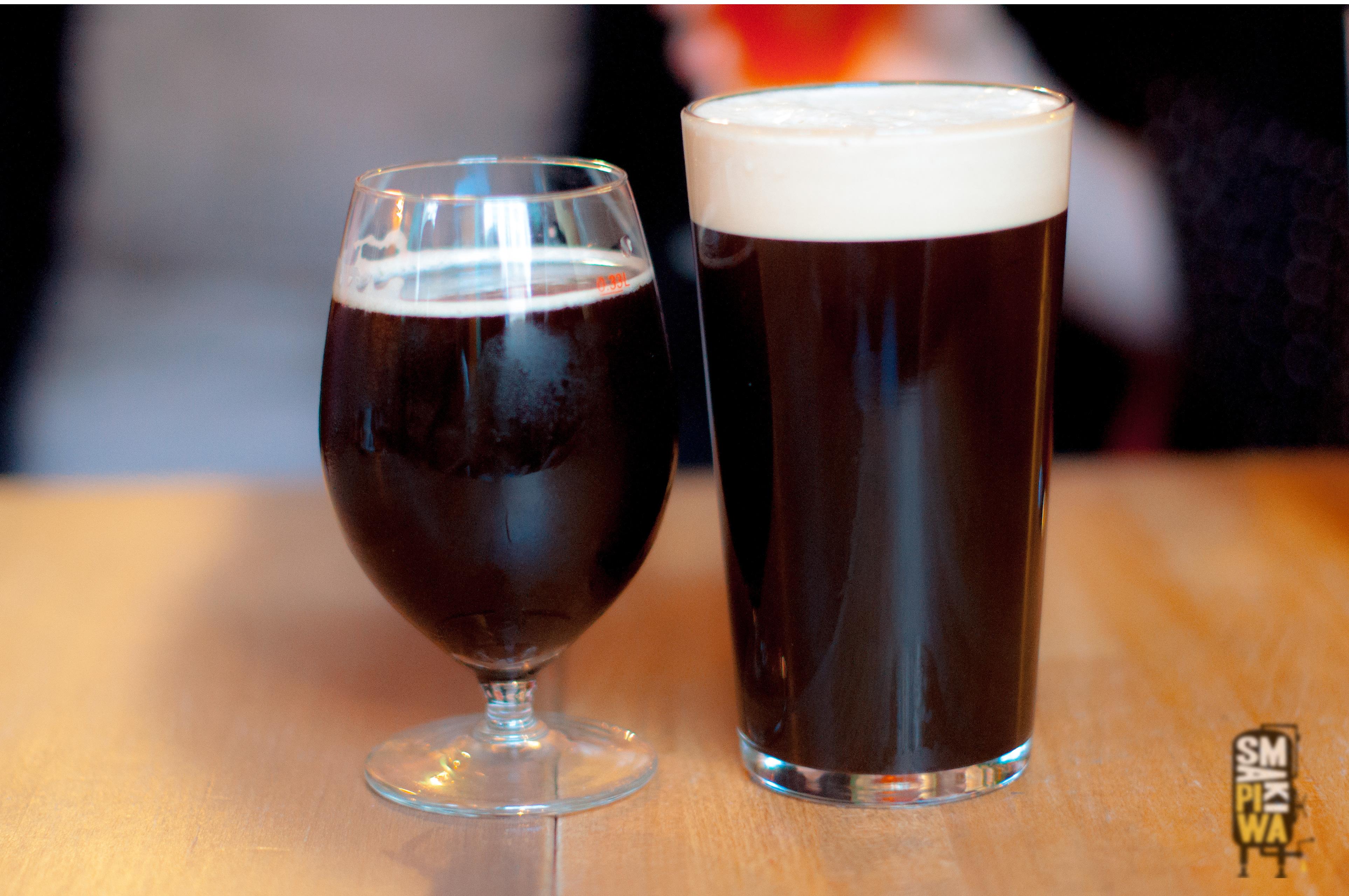 Premierowe piwo w wersji z kranu po lewej i z pompy po prawej