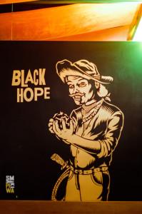 Black Hope tojedno ztrzech debiutanckich piw AleBrowaru, wdodatku uwarzone specjalnie naurodziny Piwoteki Narodowej. Właśnie wŁodzi miał swoją premierę AleBrowar iB.ack Hope.