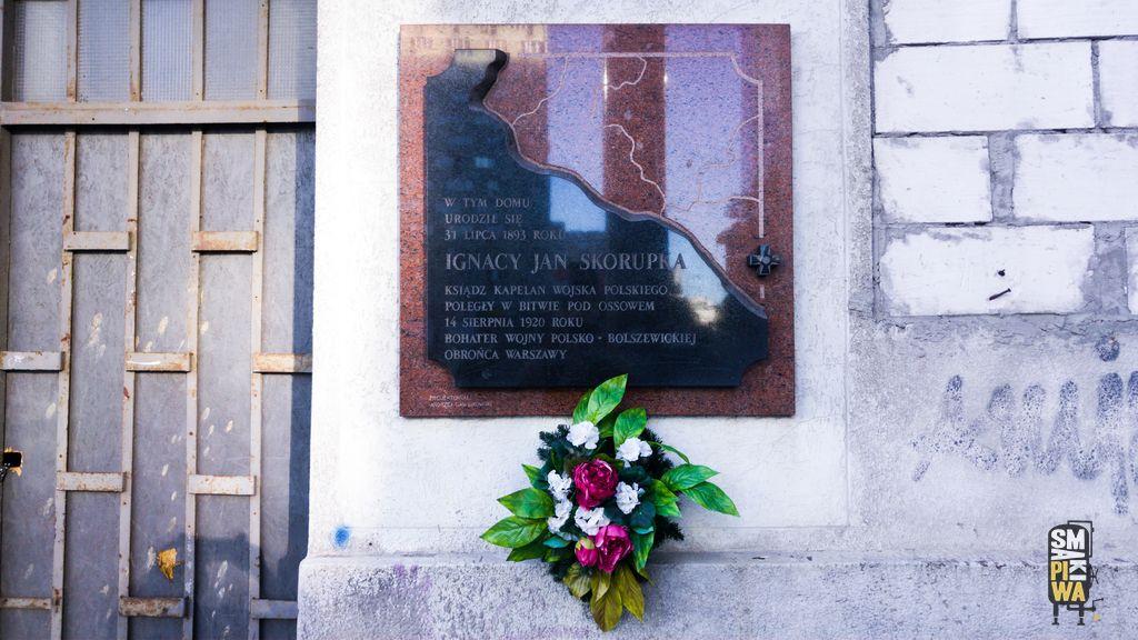 Tablica upamiętniająca Ignacego Jana Skorupkę przy ulicy Ciepłej