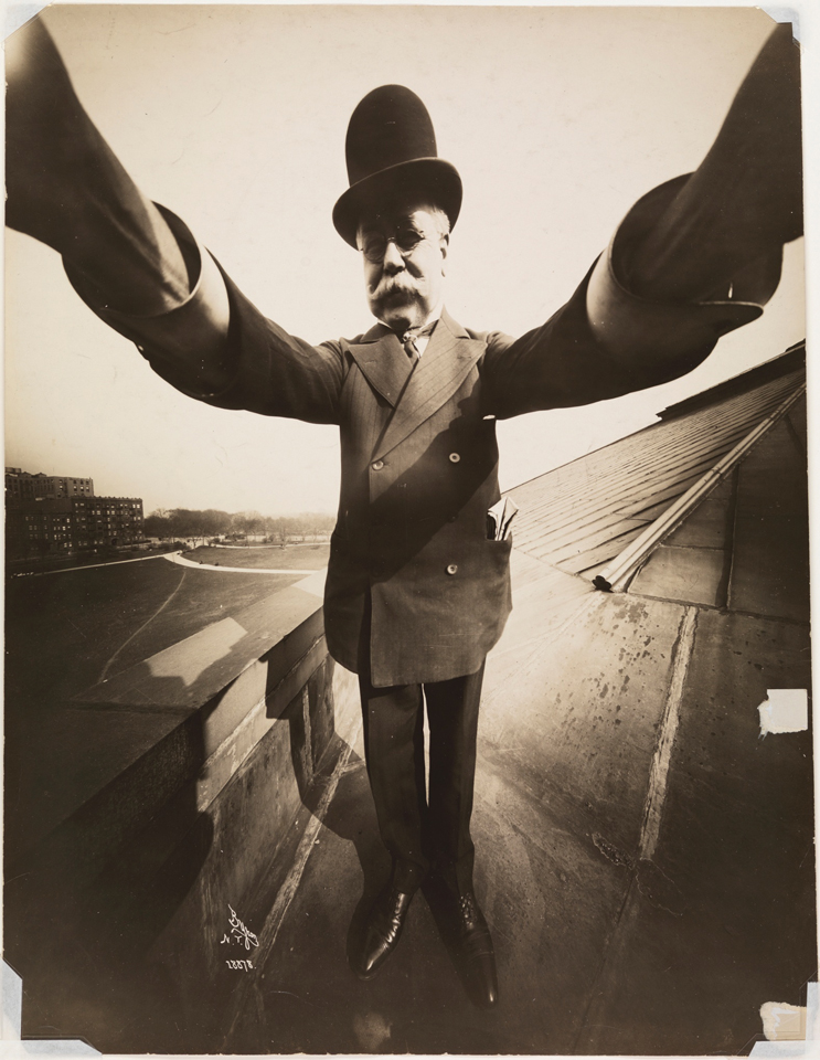 Joseph Byron, pierwsze selfie z ręki, 1909 rok. Źródło: The Museum of the City of New York / collections.mcny.org